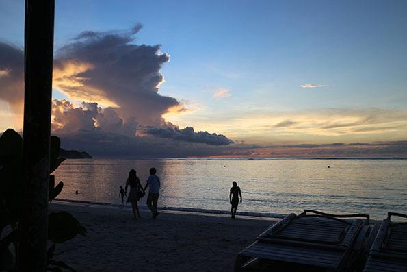 夕日のビーチ